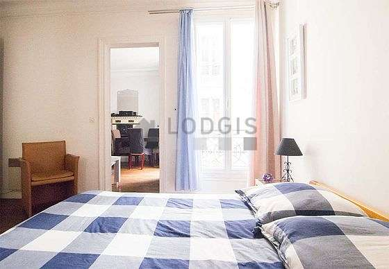 Quiet bedroom for 2 persons equipped with 1 bed(s) of 140cm
