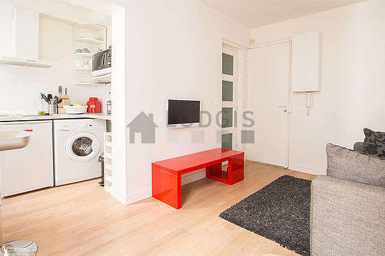 Living room furnished with 1 sofabed(s) of 140cm, tv, dvd player