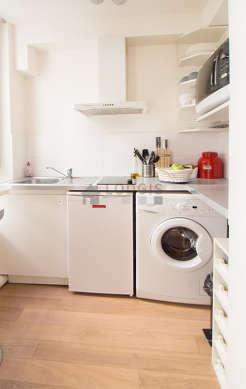 Cuisine dînatoire pour 3 personne(s) équipée de lave linge, réfrigerateur, freezer, hotte