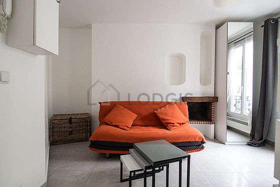 Séjour très calme équipé de 1 canapé(s) lit(s) de 160cm, télé, penderie, 2 chaise(s)