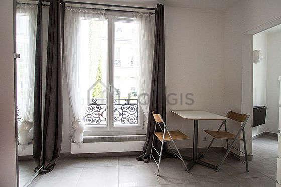 Salon de 11m² avec du carrelage au sol