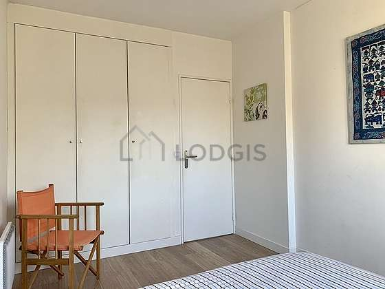 Bright bedroom equipped with 1 chair(s)