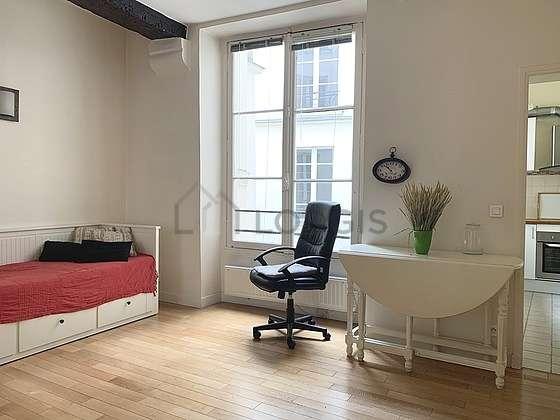 Séjour calme équipé de 2 lit(s) de 80cm, téléviseur, 1 fauteuil(s)