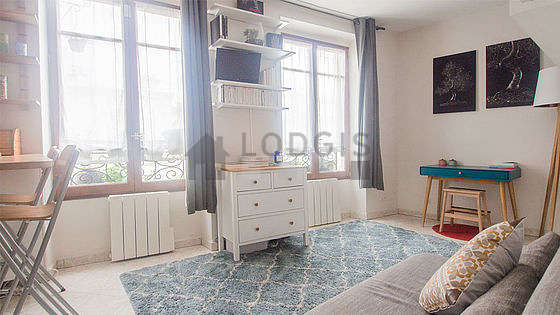 Location studio paris 18 rue du chevalier de la barre for Appartement meuble paris long sejour
