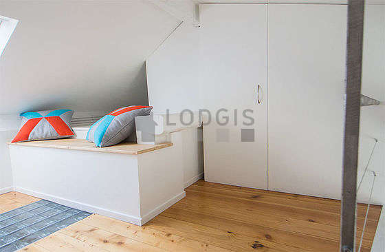 Chambre lumineuse équipée de air conditionné, canapé, 1 chaise(s)