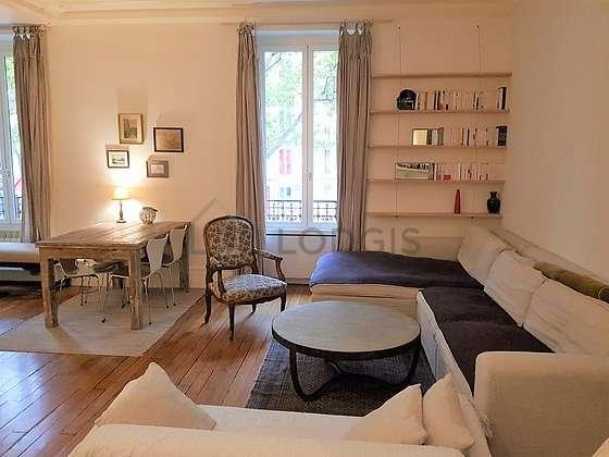 Séjour équipé de téléviseur, lecteur de dvd, 1 fauteuil(s), 4 chaise(s)