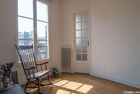 Bedroom of 7m² with wooden floor