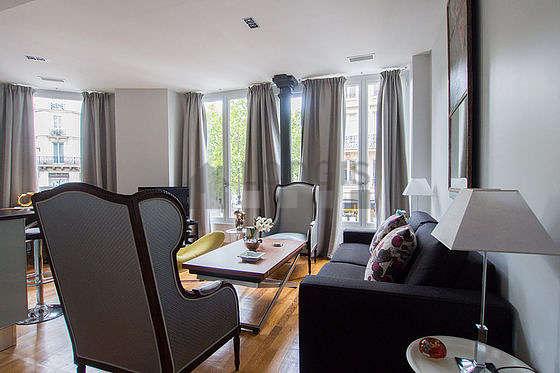 Séjour calme équipé de 1 canapé(s) lit(s) de 140cm, air conditionné, téléviseur, chaine hifi