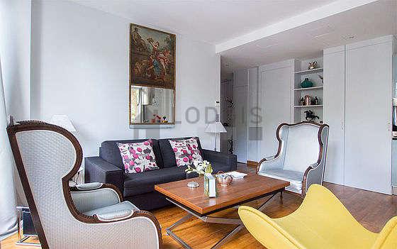 Salon très lumineux équipé de 3 fauteuil(s), 1 chaise(s)