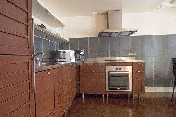 Cuisine dînatoire pour 6 personne(s) équipée de lave linge, réfrigerateur, hotte, vaisselle