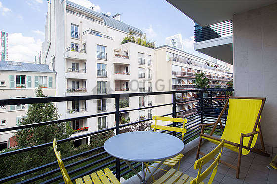 Balcony equipped with dining table, 3 chair(s)