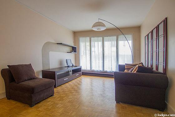 Séjour très calme équipé de 1 canapé(s) lit(s) de 140cm, téléviseur, placard