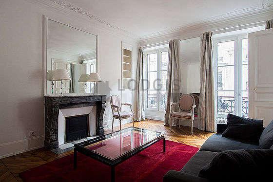 Séjour calme équipé de 1 canapé(s) lit(s) de 140cm, 2 fauteuil(s), 2 chaise(s)