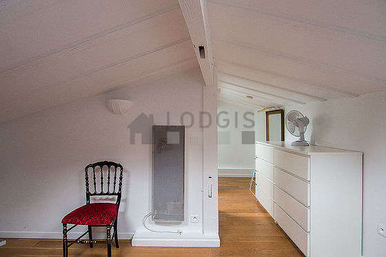 Bright bedroom equipped with tv, hi-fi stereo, 1 chair(s)