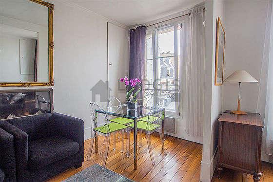Beautiful, quiet and bright sitting room of a duplex in Paris