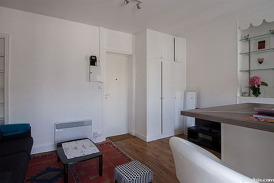 Location studio avec ascenseur concierge et cave paris 15 for Location studio meuble paris 15