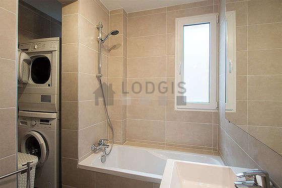 appartement paris salle de bain with seche linge en appartement. Black Bedroom Furniture Sets. Home Design Ideas