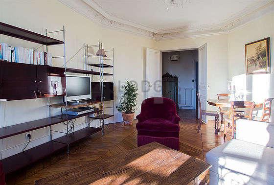 Salon très lumineux équipé de 4 chaise(s)