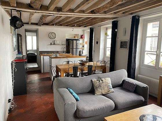 Séjour très calme équipé de 1 canapé(s) lit(s) de 140cm, téléviseur, 1 fauteuil(s), 1 chaise(s)