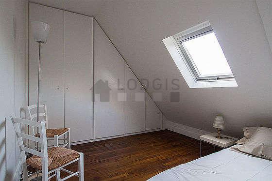 Chambre de 5m² avec du parquet au sol