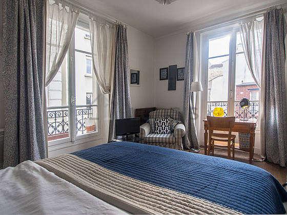 Chambre de 14m² avec du parquet au sol