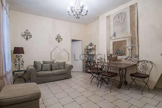 Séjour très calme équipé de 1 canapé(s) lit(s) de 140cm, table à manger, 4 chaise(s)