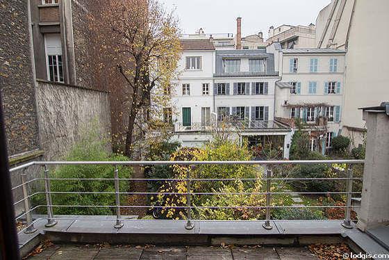 Terrasse très calme et très lumineuse avec du dallage au sol