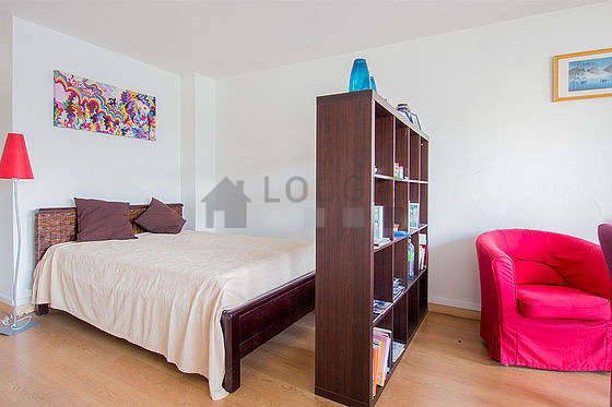 Quiet living room furnished with 1 sofabed(s) of 90cm, 1 bed(s) of 140cm, tv, hi-fi stereo