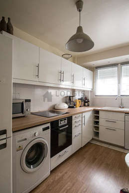 Cuisine dînatoire pour 2 personne(s) équipée de lave linge, réfrigerateur, vaisselle, tabouret