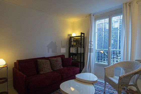 Séjour calme équipé de chaine hifi, 1 fauteuil(s), 2 chaise(s)