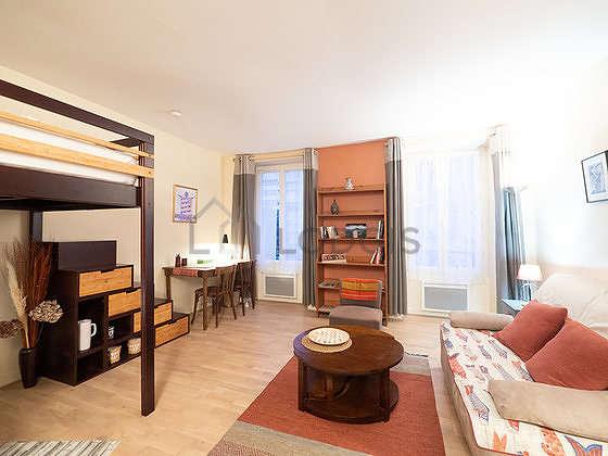 Séjour calme équipé de 1 canapé(s) lit(s) de 140cm, 1 lit(s) mezzanine de 140cm, téléviseur, placard