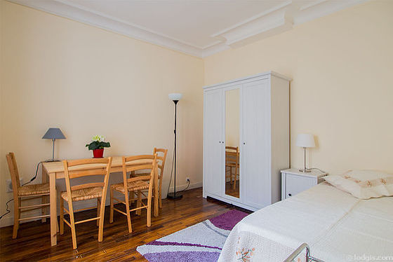 Very quiet living room furnished with 1 bed(s) of 90cm, wardrobe, 4 chair(s)