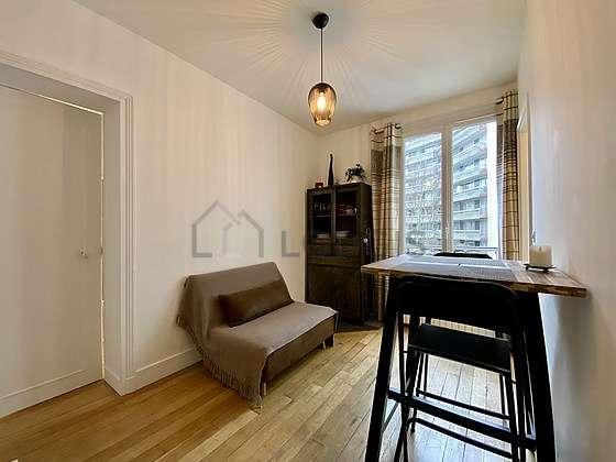 Salon de 9m² avec du parquet au sol