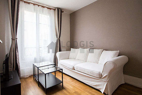 Séjour très calme équipé de 1 canapé(s) lit(s) de 140cm, téléviseur