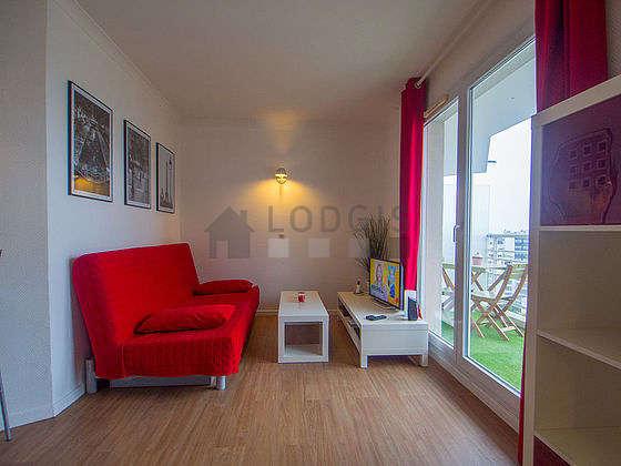 Salon de 18m² avec du linoleum au sol