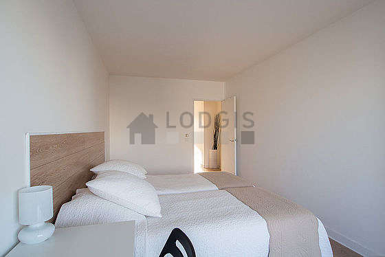 Quiet bedroom for 2 persons equipped with 2 bed(s)