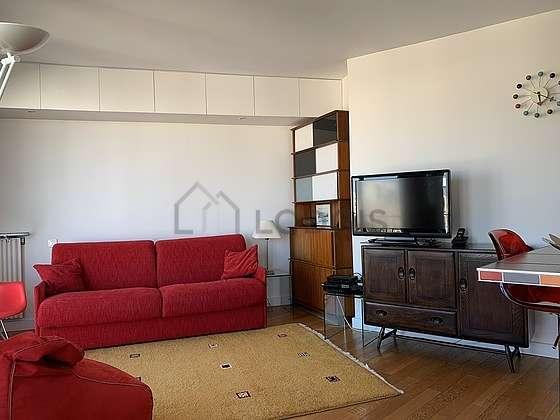 Séjour très calme équipé de 1 canapé(s) lit(s) de 160cm, télé, chaine hifi, penderie