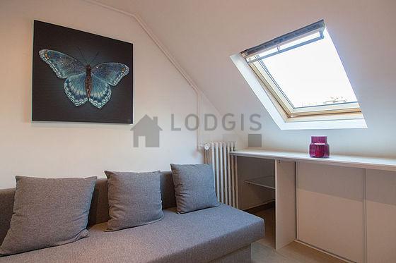 location studio avec ascenseur et concierge paris 8. Black Bedroom Furniture Sets. Home Design Ideas