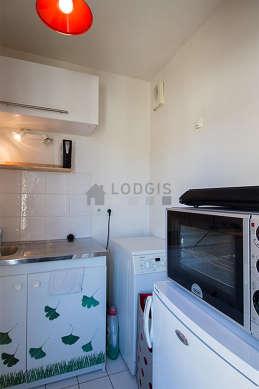 Cuisine équipée de lave linge, réfrigerateur, freezer