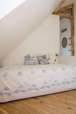 Chambre très calme pour 1 personnes équipée de 1 lit(s) gigogne de 90cm