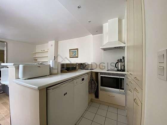 Cuisine dînatoire pour 4 personne(s) équipée de lave vaisselle, plaques de cuisson, réfrigerateur, freezer