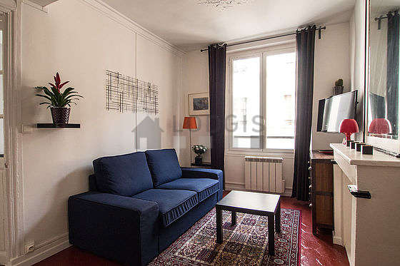 Séjour calme équipé de téléviseur, placard, 1 chaise(s)