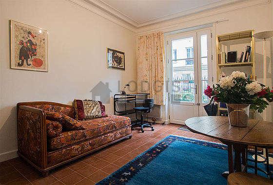 Séjour très calme équipé de 1 canapé(s) lit(s) de 90cm, télé, 1 chaise(s)
