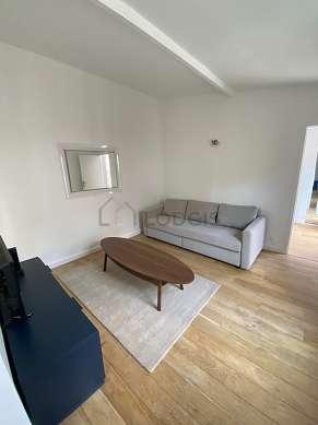 Séjour très calme équipé de 1 canapé(s) lit(s) de 140cm, téléviseur, commode, 1 chaise(s)