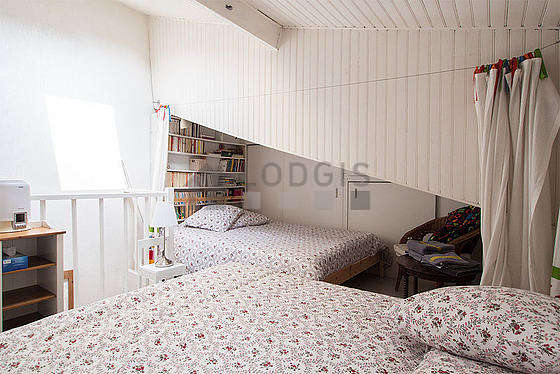 Chambre calme pour 4 personnes équipée de 1 canapé(s) lit(s) de 140cm, 1 lit(s) de 140cm