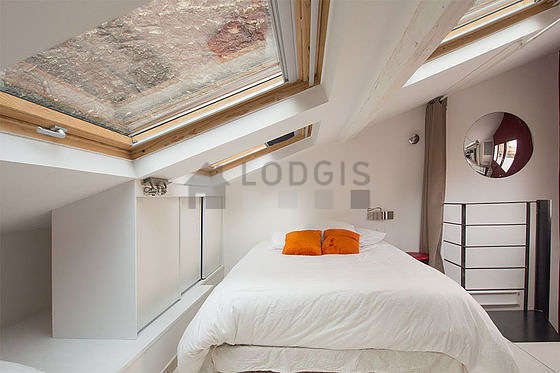 Chambre très calme pour 3 personnes équipée de 1 lit(s) de 90cm, 1 lit(s) de 180cm