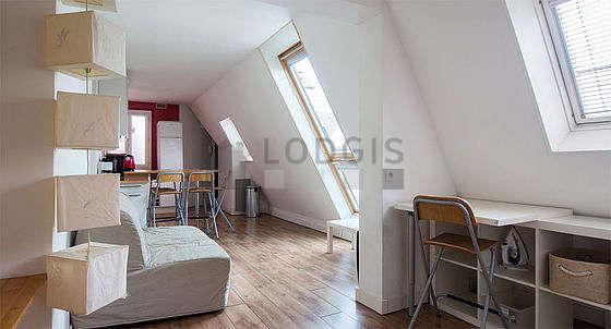 Séjour très calme équipé de 1 canapé(s) lit(s) de 140cm, table basse, penderie, 1 chaise(s)