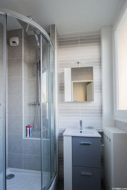 Pleasant and bright bathroom with double-glazed windows and with tile floor