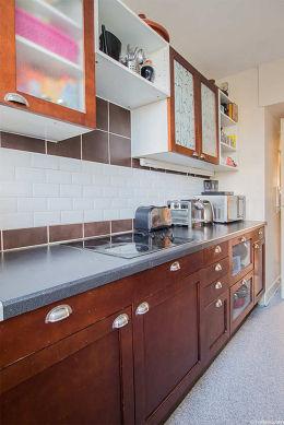 Bright kitchen facing the garden