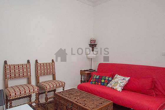 Living room furnished with 1 sofabed(s) of 120cm, tv, 4 chair(s)